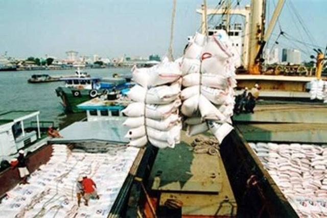 Toàn cầu mua gom tích trữ, giá gạo vọt lên cao nhất 7 năm - 1