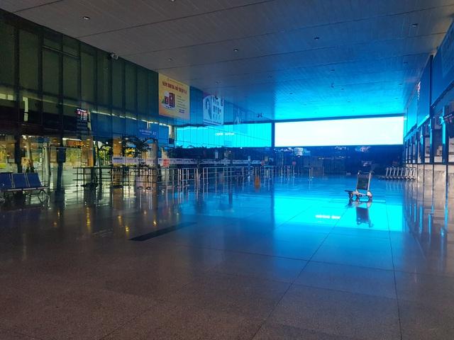 Sân bay Tân Sơn Nhất vắng lặng .jpg