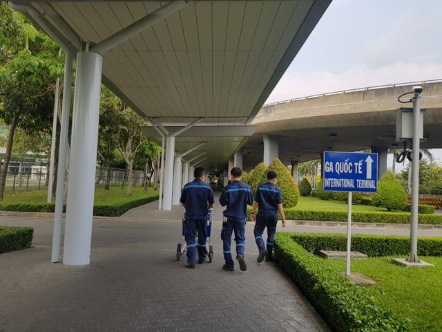 Sân bay Tân Sơn Nhất vắng lặng.jpg
