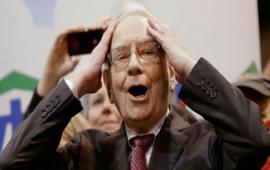 Cách ly xã hội mùa dịch Covid-19, tỷ phú Warren Buffett 7 tuần không cắt tóc, đeo cà vạt