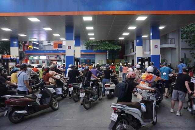 Giá xăng bật tăng sau chuỗi giảm liên tiếp 8 phiên - 1