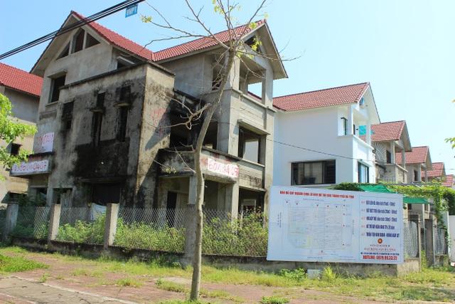 Hà Tĩnh: Hàng chục căn biệt thự hạng sang bỏ hoang giữa lòng thành phố - 1