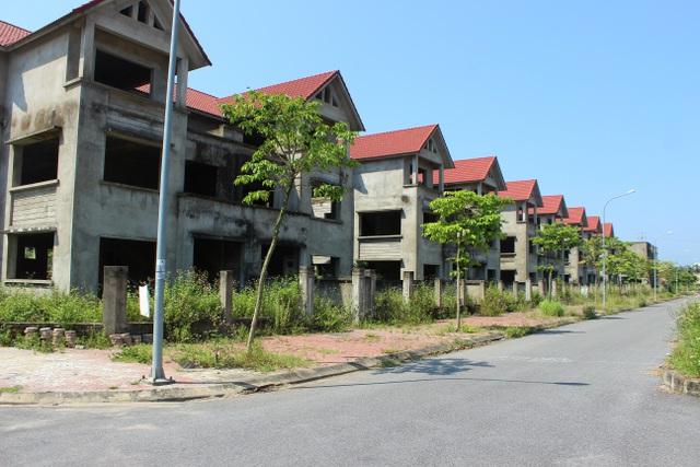 Hà Tĩnh: Hàng chục căn biệt thự hạng sang bỏ hoang giữa lòng thành phố - 2