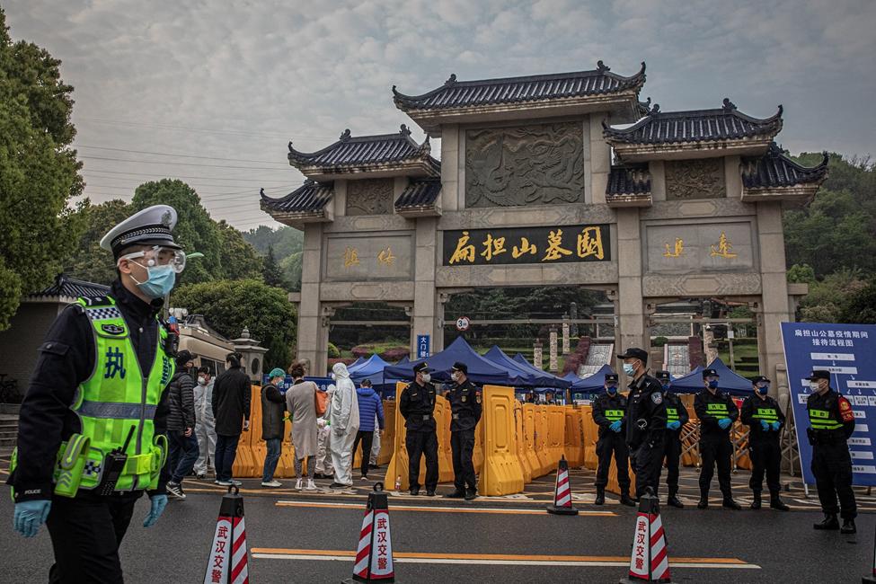 Lừa đảo Trung Quốc: Làm giả chứng nhận máy thở, khẩu trang bán giá
