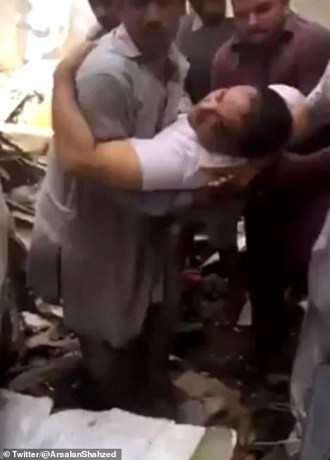 Giám đốc ngân hàng thoát chết thần kỳ vụ rơi máy bay chở 99 người