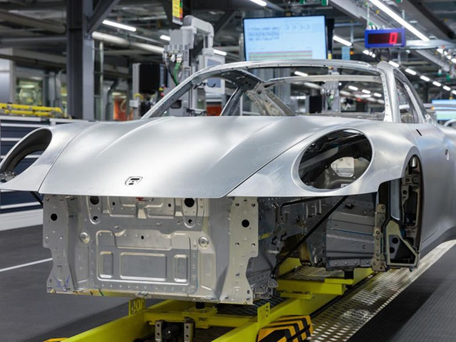 Khách hàng có thể xem Porsche sản xuất xe mình đặt mua qua điện thoại - 2