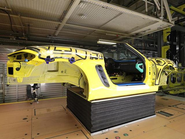 Khách hàng có thể xem Porsche sản xuất xe mình đặt mua qua điện thoại - 4