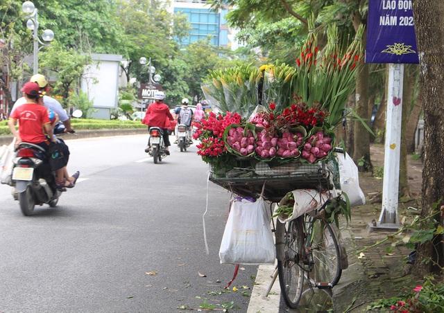 Hà Nội: Hoa sen xuống phố, thơm ngát cả vùng trời! - 1