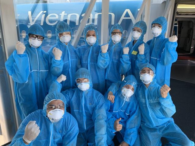 Chuyến bay đầu tiên đón hơn 300 người Việt tại vùng dịch Hàn Quốc về nước - 2