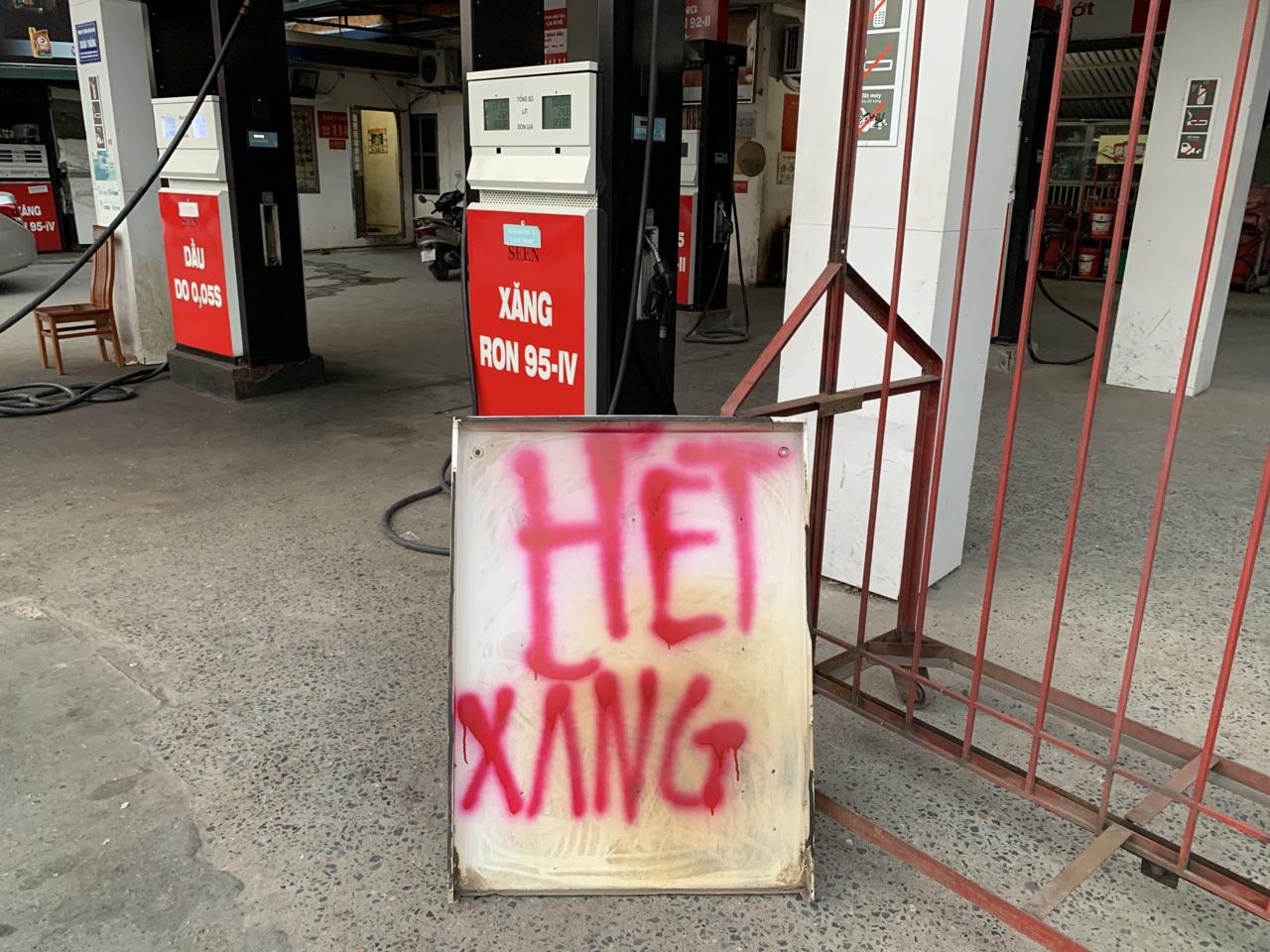 Cửa hàng xăng dầu đóng cửa: Xử lý nghiêm nếu găm hàng, chờ tăng giá