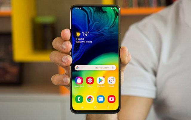 Điện thoại Samsung giảm nửa giá sau một năm - 1