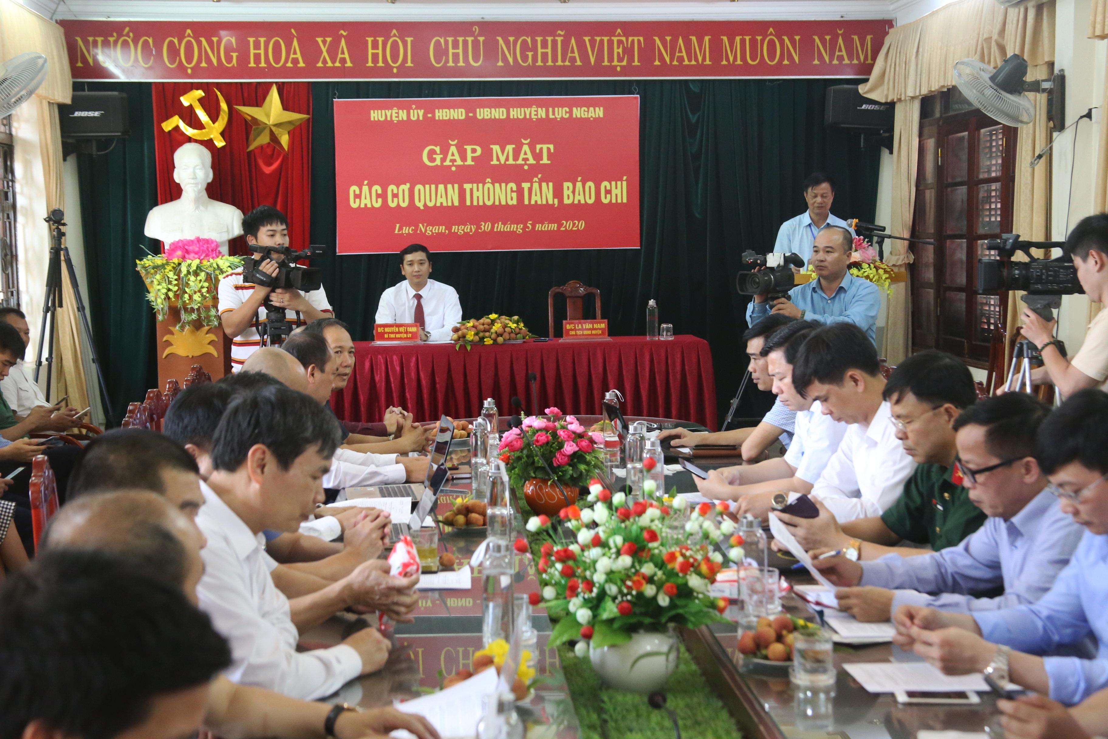 309 thương nhân Trung Quốc được thông quan sang Việt Nam mua vải