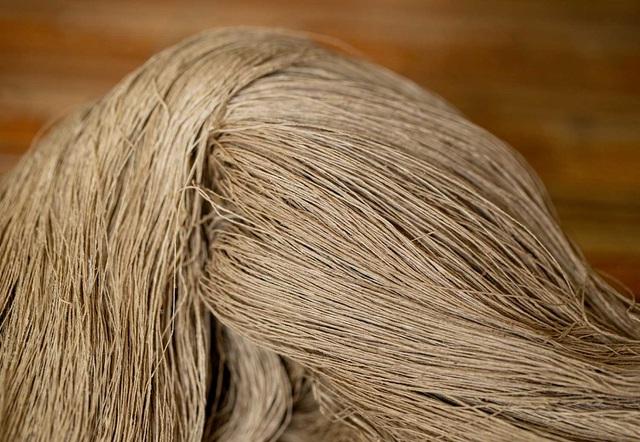 Người phụ nữ khiến sen nhả ra ngọc dệt thành khăn giá 10 triệu đồng/chiếc - 11