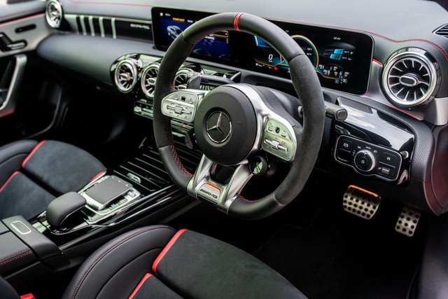 Mercedes đưa CLA 45S AMG tới Malaysia với giá bán khủng - 13