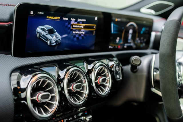 Mercedes đưa CLA 45S AMG tới Malaysia với giá bán khủng - 19