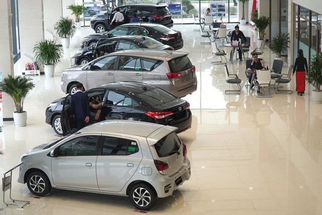 Người mua ô tô vỡ mộng vì chờ lệ phí trước bạ giảm 50% - 2