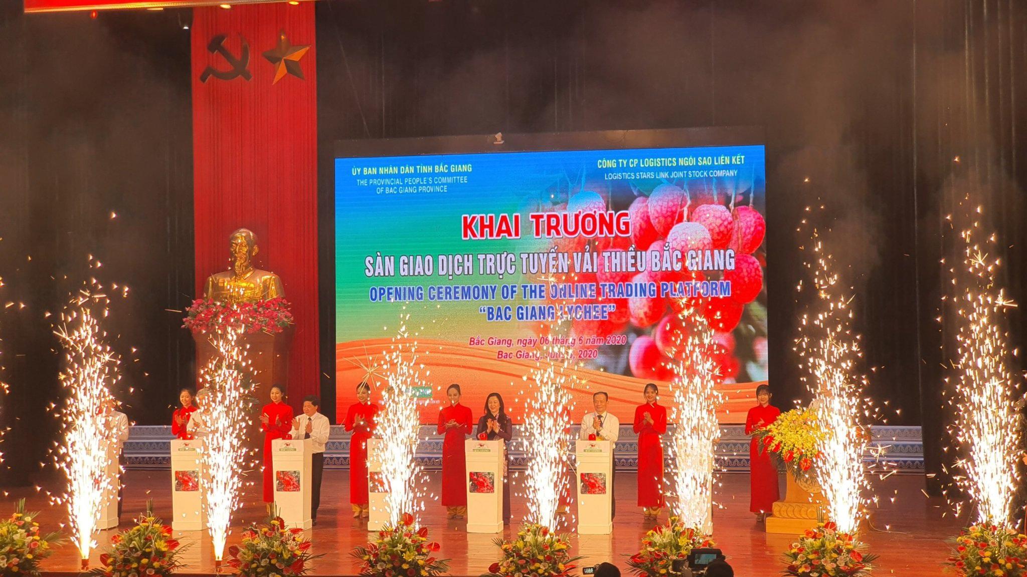 80.000 tấn vải Bắc Giang lên đường