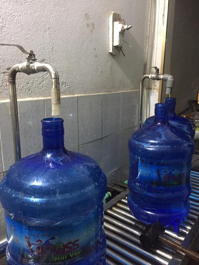 Cận cảnh quy trình hô biến nước mương thải thành nước uống đóng bình - 2