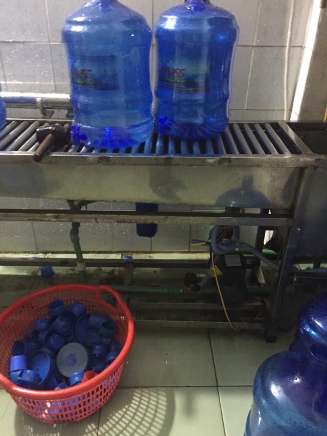 Cận cảnh quy trình hô biến nước mương thải thành nước uống đóng bình - 4