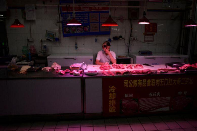 """""""Ổ dịch"""" bùng phát từ chợ, Trung Quốc cấp tập tìm virus corona trong thịt"""