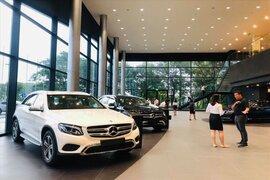 Người mua 'đắp chiếu' ô tô, chờ giảm 50% lệ phí trước bạ