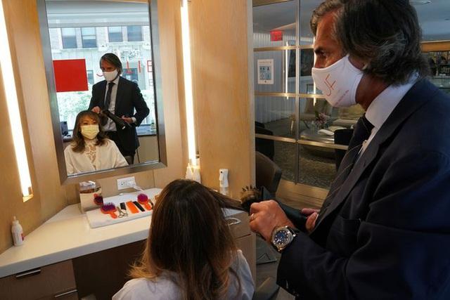 Cắt tóc ở Mỹ: 1.000 USD/lần cắt, 1.200 khách xếp hàng chờ đến lượt - 1