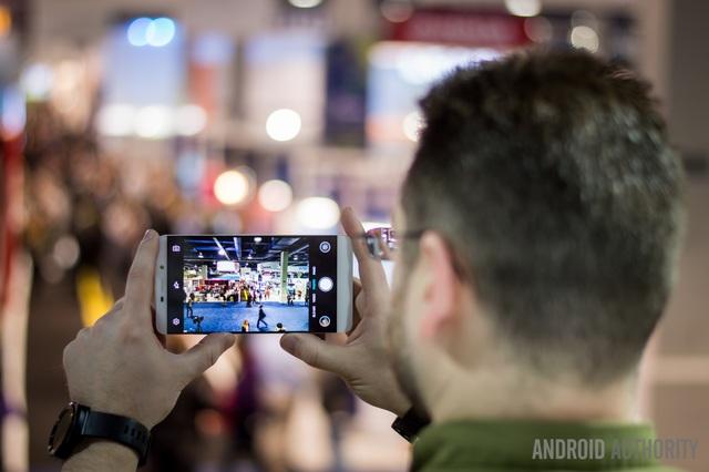 Olympus rút khỏi thị trường máy ảnh do ảnh hưởng từ smartphone - 1