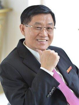 Bố chồng Hà Tăng chịu