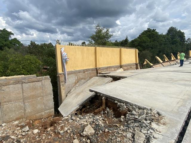 Công trình tiền tỷ đổ sập sau trận mưa, Sở Xây dựng không hay biết (?!) - 3