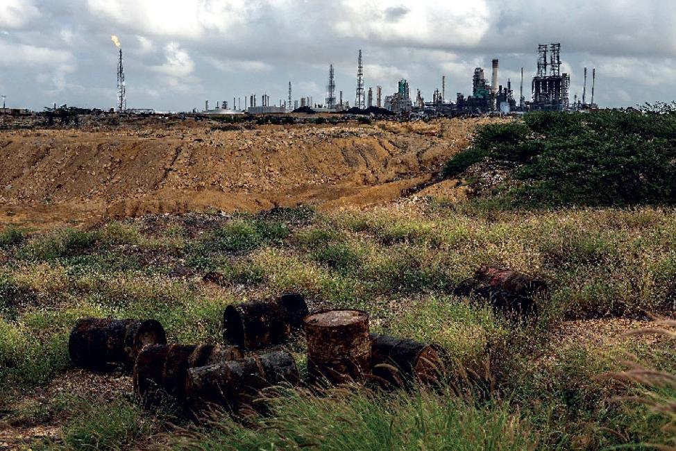 """Sản lượng dầu thô của Venezuela lao dốc, khủng hoảng """"gõ cửa"""""""