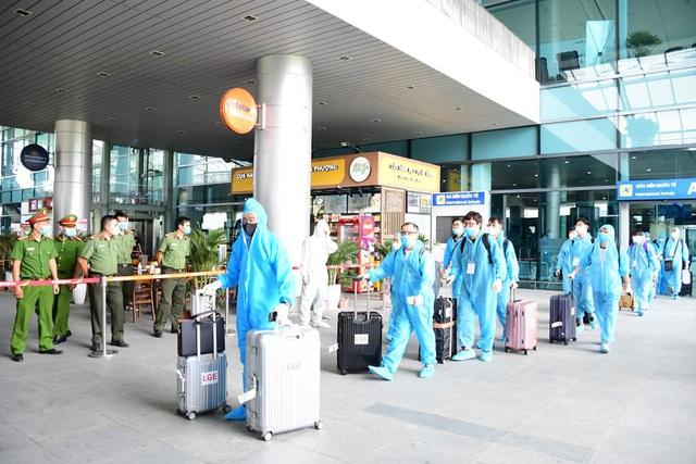 270 chuyên gia nước ngoài đến Việt Nam - 1