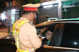 Không chịu kiểm tra nồng độ cồn, một tài xế bị phạt 35 triệu đồng