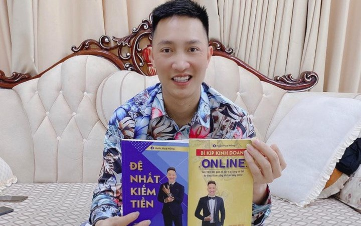 Huấn Hoa Hồng bị phạt hơn 17 triệu cho 2 cuốn sách