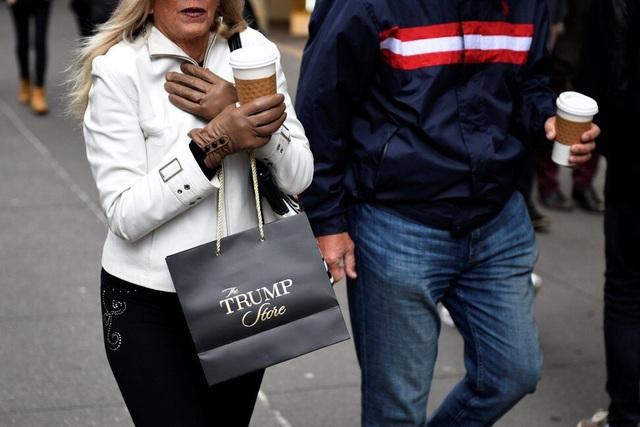 Tài sản ông Trump hao hụt 1 tỷ USD vì Covid-19 và cách tiêu tiền hào phóng - 2