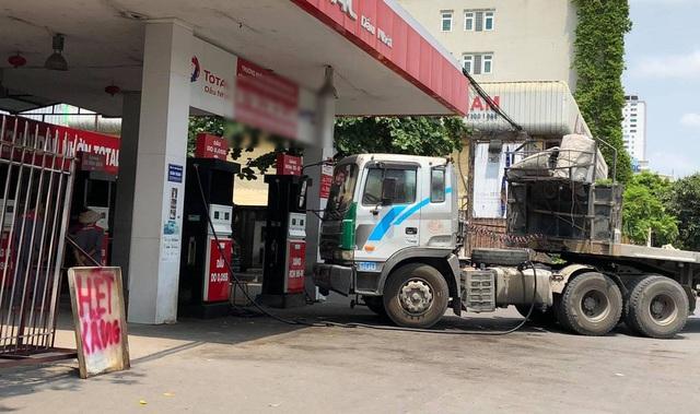 Thua lỗ lớn, doanh nghiệp có xu hướng giảm sản lượng xăng dầu bán ra - 1