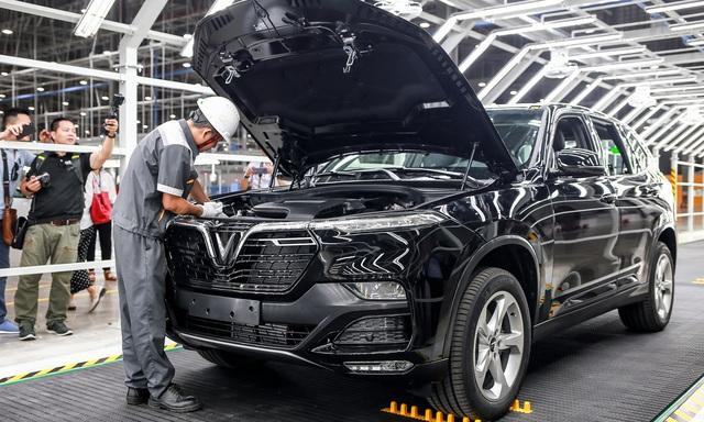 Doanh số bán ô tô tăng đột biến trong tháng giảm 50% phí trước bạ - 1