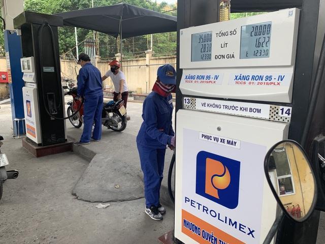 Giá xăng dầu sẽ được điều chỉnh tăng, giảm ra sao vào ngày mai? - 1