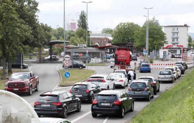 Các hãng xe chạy đua với hạn chót về cắt giảm khí thải của EU - 1
