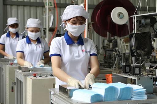 Giữa bão covid-19, Việt Nam xuất 557 triệu khẩu trang y tế