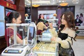Giá vàng tăng vọt lên sát đỉnh 51 triệu đồng/lượng