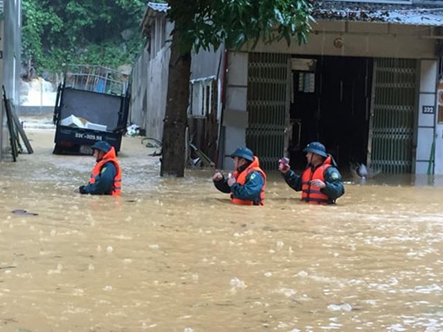Mưa lớn nước ngập ngang người, TP Hà Giang thiệt hại nặng nề - 2
