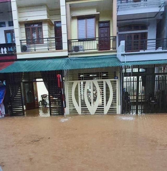 Mưa lớn nước ngập ngang người, TP Hà Giang thiệt hại nặng nề - 3