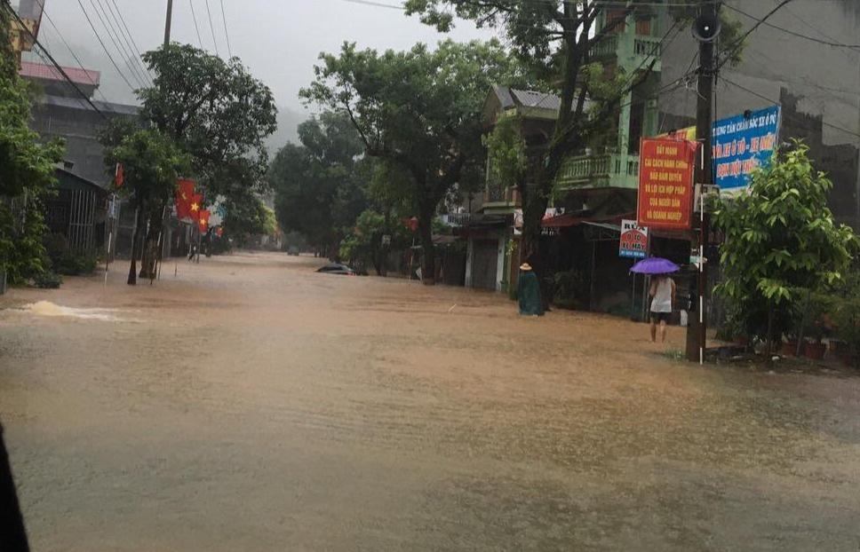 Mưa lớn nước ngập ngang người, TP Hà Giang thiệt hại nặng nề