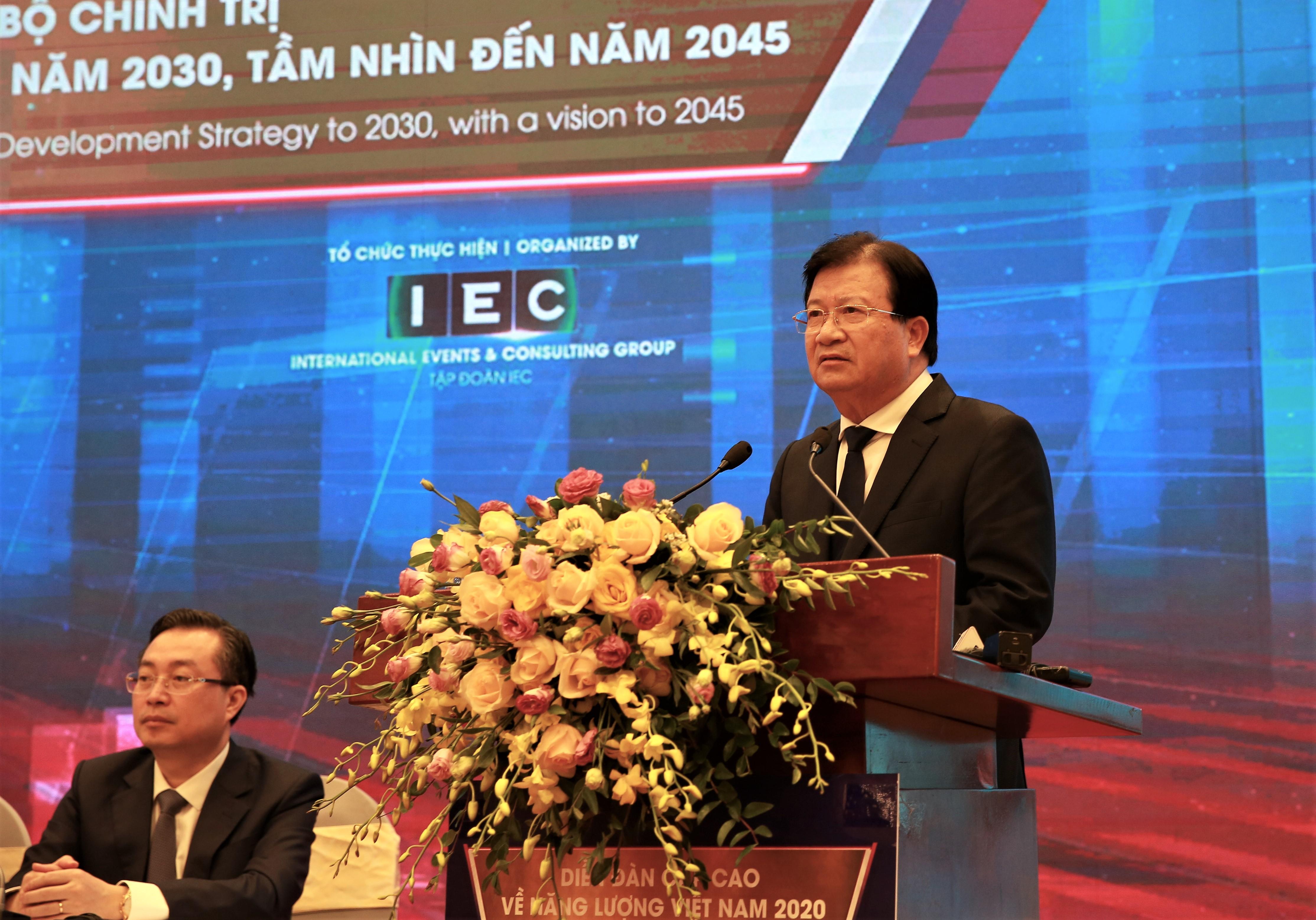Phó Thủ tướng: Doanh nghiệp không được đầu tư điện tái tạo theo phong trào