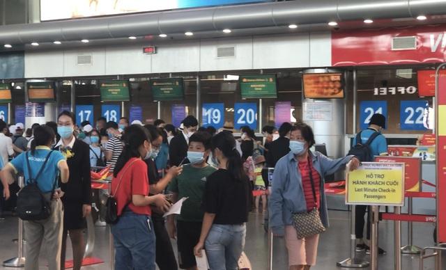 """80.000 khách đang ở """"điểm nóng"""" Đà Nẵng, cần ít nhất 4 ngày để giải tỏa"""