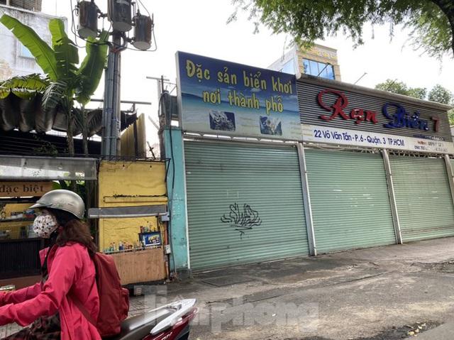 Nhà phố tiền tỷ thi nhau đóng cửa, treo biển cho thuê ở trung tâm Sài Gòn - 22