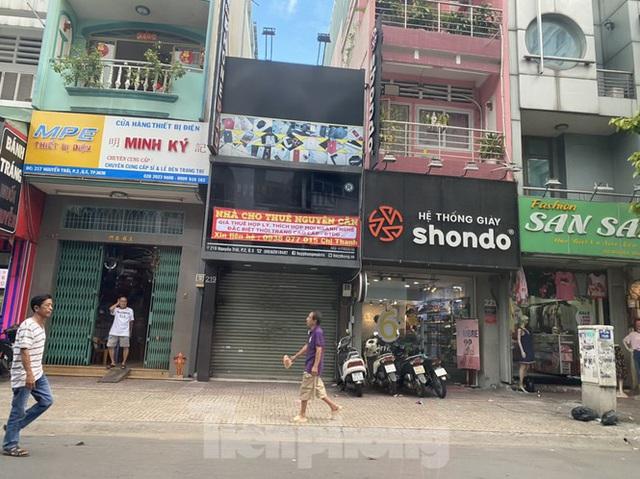 Nhà phố tiền tỷ thi nhau đóng cửa, treo biển cho thuê ở trung tâm Sài Gòn - 4