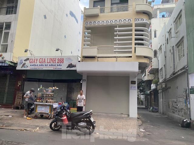 Nhà phố tiền tỷ thi nhau đóng cửa, treo biển cho thuê ở trung tâm Sài Gòn - 6