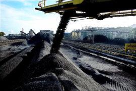 Việt Nam tăng mua hàng chục triệu tấn than Trung Quốc, giá cao gấp 6 lần