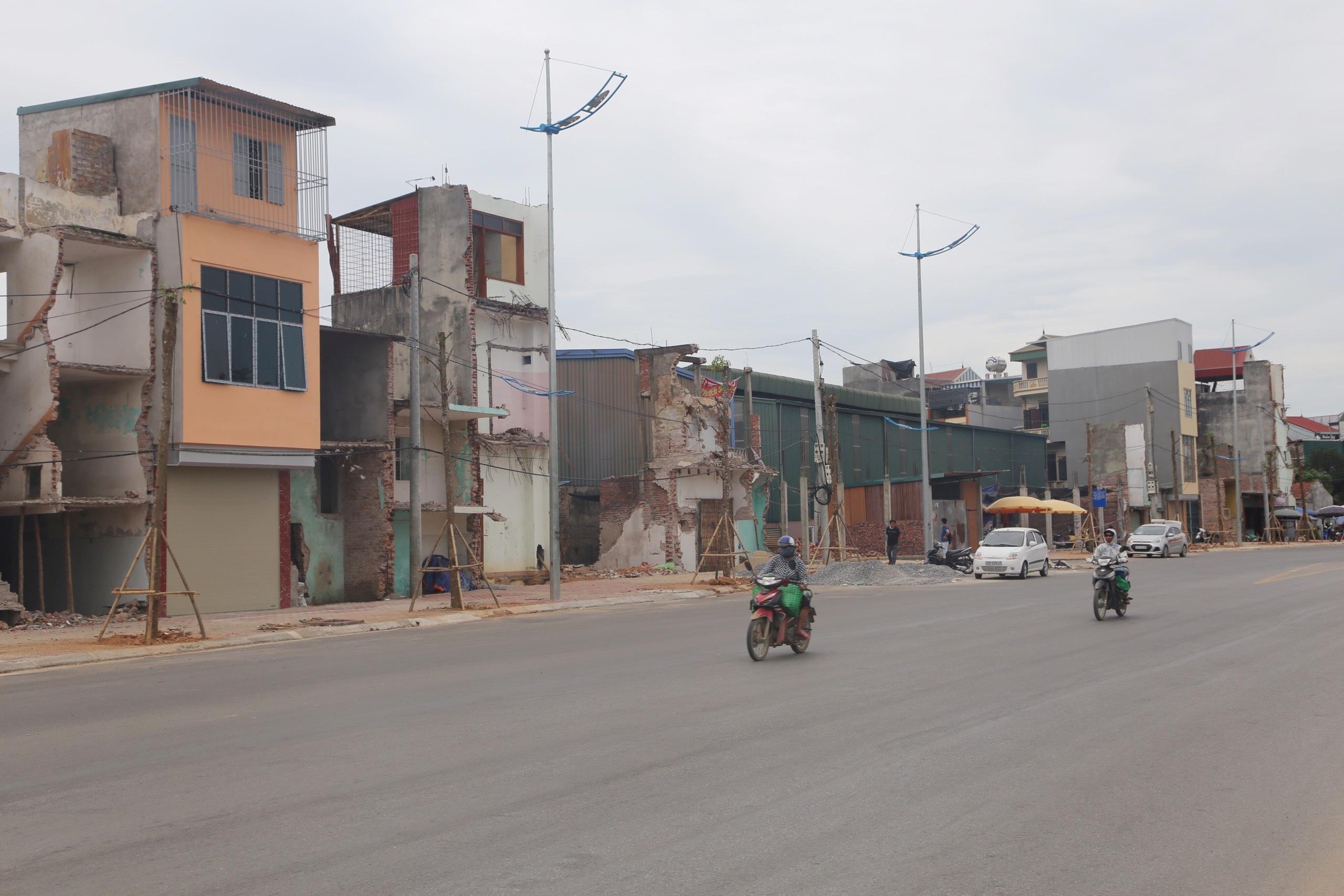 """Vụ """"xẻ thịt"""" đất dự án ở Hà Nội: """"Quan"""" sai, dân chịu?"""